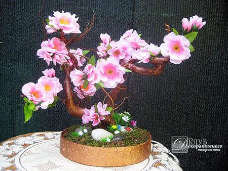 Декоративное подарочное дерево из цветов